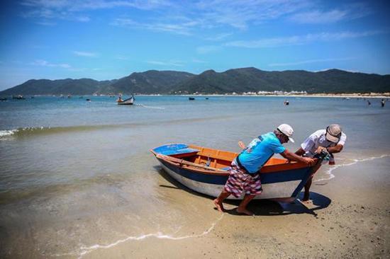 Praias menos badaladas oferecem tranquilidade aos veranistas de Santa Catarina
